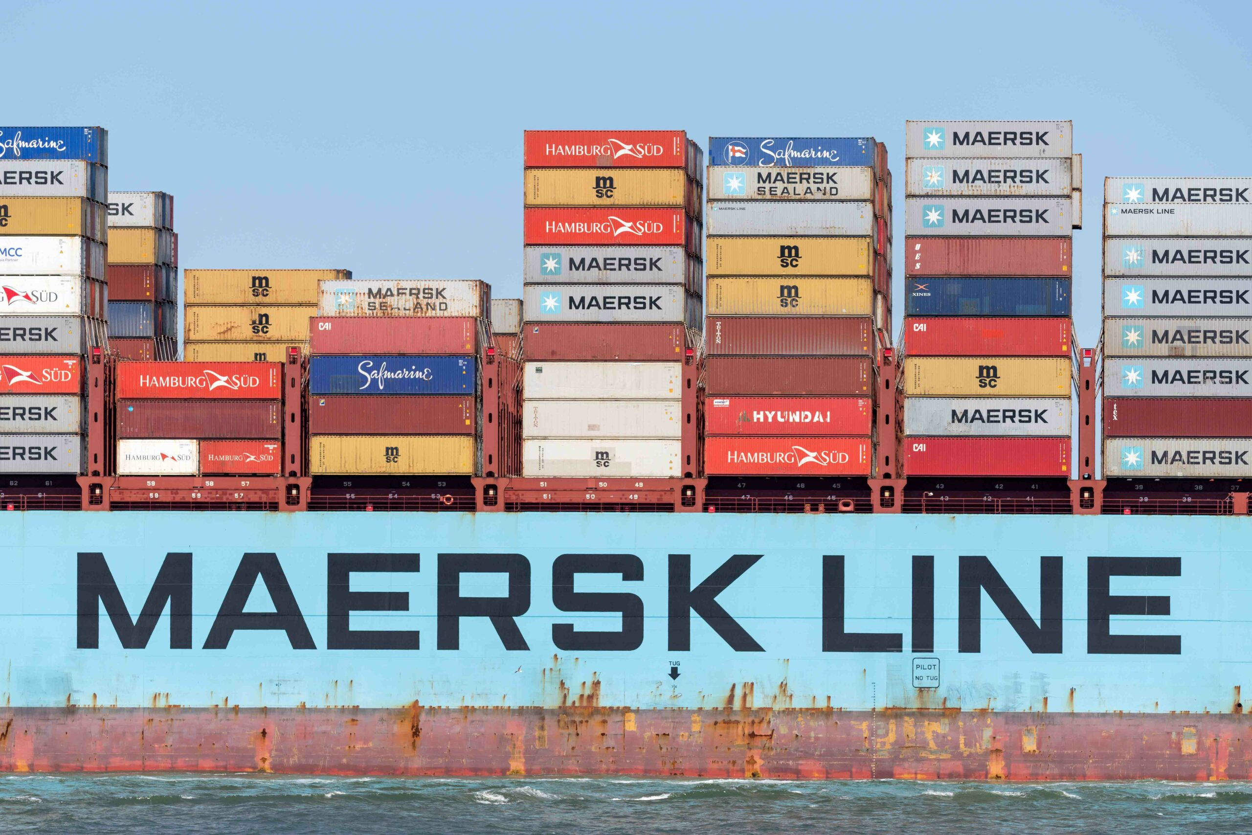 'Maersk Emerald' Briefly Grounds in Suez Canal, Scary Flashbacks of Ever Given Apollo Cargo Alliance